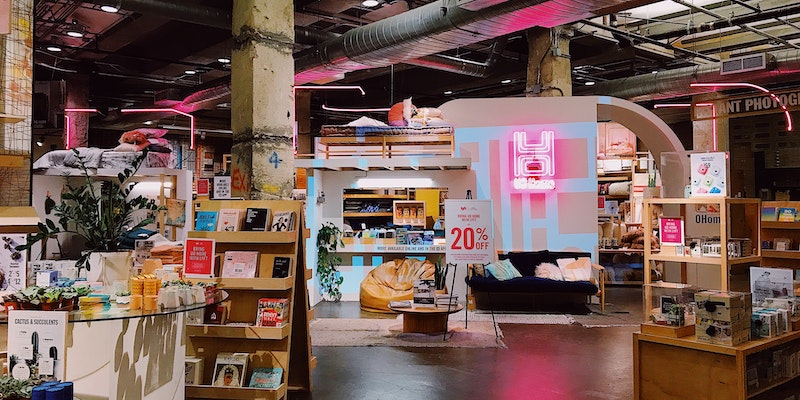 urban-outfitters-store